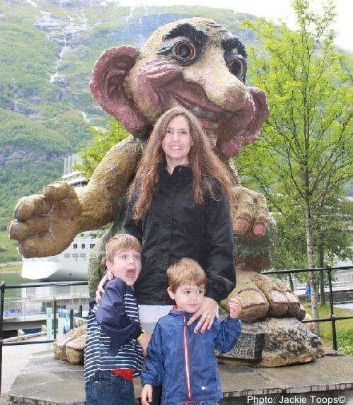 A family meets a troll in a norwegian town